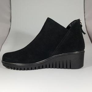 THE FLEXX Shoes - The Flexx Black Suede Wedge Bootie